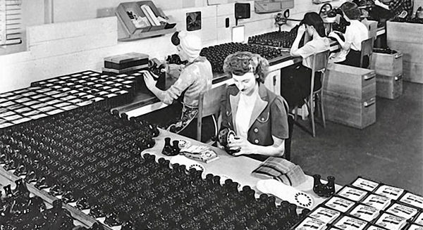 Sawyers factory making View-Master Model Bs